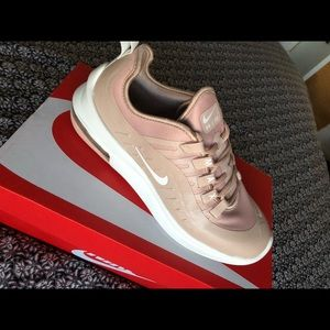Womens nike air max axis